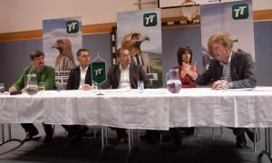 Die Bürgermeister Dietmar Ruggenthaler (Virgen) und Anton Steiner (Prägraten), TT-Chefredakteur und Moderator Alois Vahrner sowie Rita Feldner und Adolf Berger von der Bürgerinitiative gegen das Kraftwerk